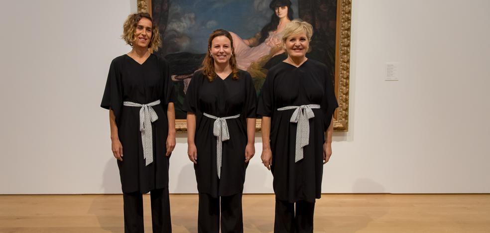 La diseñadora vizcaína que viste a las mujeres de la Sociedad Coral de Bilbao