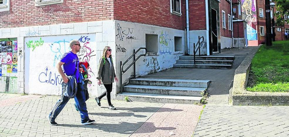 Ariznabarra critica «el abandono» del barrio por falta de mantenimiento