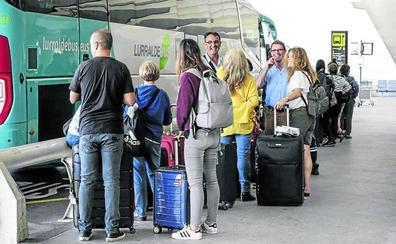 Álava quiere una línea regular de bus para unir Vitoria con Loiu