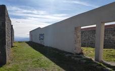 Vecinos de Santurtzi pintarán un mural en el fuerte del Serantes para blindarlo contra los grafitis