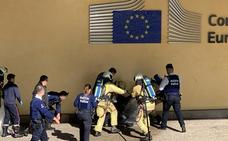 Un hombre amenaza con inmolarse a la entrada de la sede de la Comisión Europea
