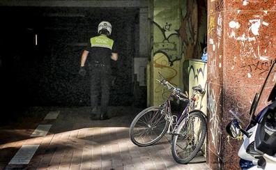 Una llamada al 092 permite a la Policía Local de Vitoria frustrar el asalto a un garaje del centro