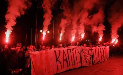 Protestas en Ucrania ante el acuerdo para unas elecciones en el este rebelde del país