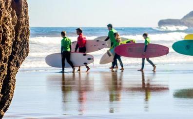 Bautismos, talleres, conferencias... los aficionados al surf tiene una cita en Cantabria