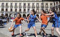 El deporte femenino vuelve a tomar las calles de Vitoria y Llodio
