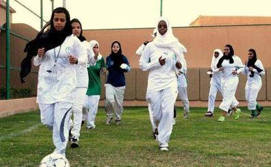 Arabia Saudí estrena su primera liga oficial femenina de fútbol con muchas restricciones