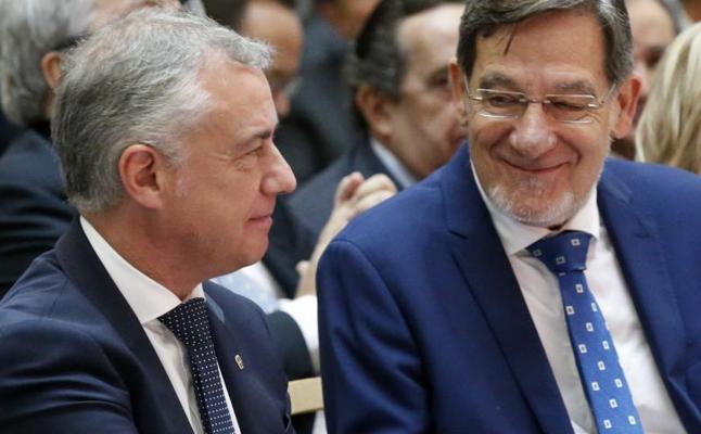 Urkullu rechaza la vía unilateral en Cataluña y critica la «obsesión por el 155»
