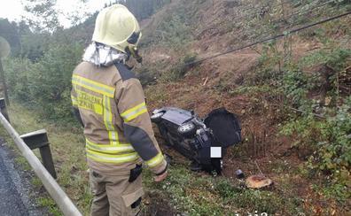 Herida en Zeanuri al caer con su vehículo por un terraplén