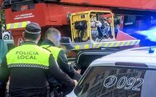 El detenido en Vitoria por acuchillar a su pareja y atrincherarse con su hijo de dos años sigue en comisaría