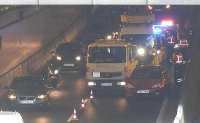 Accidente sin heridos en un choque entre dos vehículos en los túneles de La Avanzada en Leioa