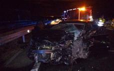 Un muerto y tres heridos al circular un coche por el carril contrario en Navarra