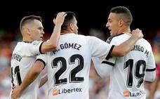 El Valencia sufre para ganar al Alavés