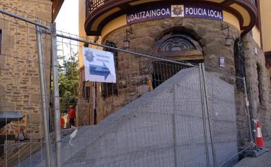 Vecinos de Amurrio, indignados por la solución del acceso a la Policía Local