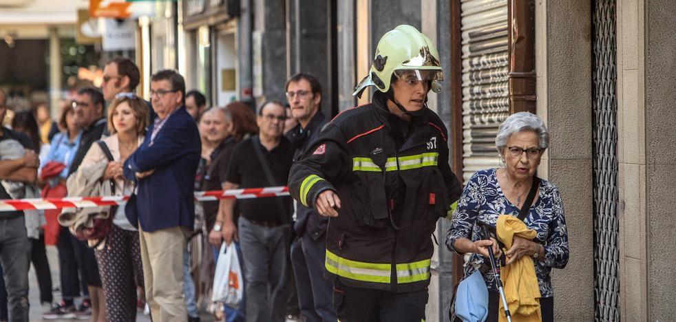 Una viga en mal estado obliga a desalojar otro edificio del centro por riesgo de derrumbe