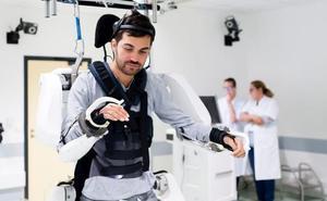 Un exoesqueleto francés devuelve la movilidad a un tetrapléjico