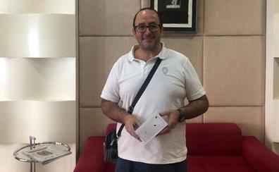 «Tengo la suscripción a EL CORREO on+ más que amortizada», dice el ganador de un iPhone 8
