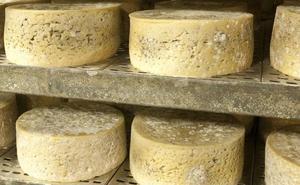 Sanidad retira trece nuevos lotes de queso de leche cruda de vaca procedentes de Francia