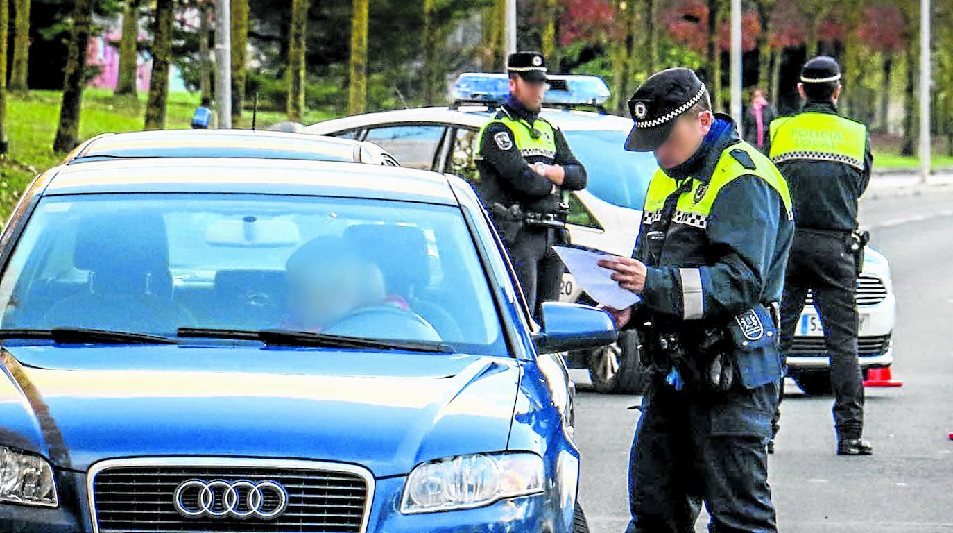 Sorprenden a un joven sin carné alertados porque conducía de forma temeraria en Vitoria