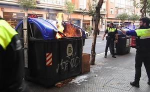 Prenden fuego a un contenedor en Alameda Urquijo