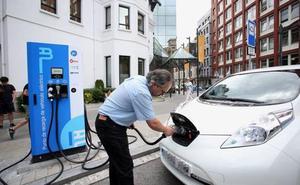 Sólo dos vecindarios de Bilbao piden hacer gratis la instalación para recargar coches eléctricos