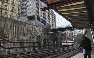 Los trenes entre Bilbao y Santurtzi circulan con normalidad tras sufrir retrasos por la caída de un árbol