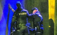4 años de cárcel al joven que apuñaló hasta 7 veces a otro en una pelea de bar en Vitoria