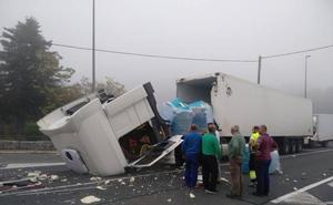 Un camión pierde la cabeza tractora en Legutio y causa retenciones en la N-240