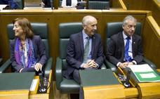 PNV y PSE cargan contra Bildu y PP por pactar en el Parlamento mientras se enfrentan por Bienzobas