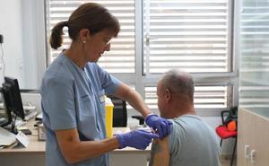 Mascarillas para los pacientes en los centros de salud y las urgencias para frenar la propagación de la gripe