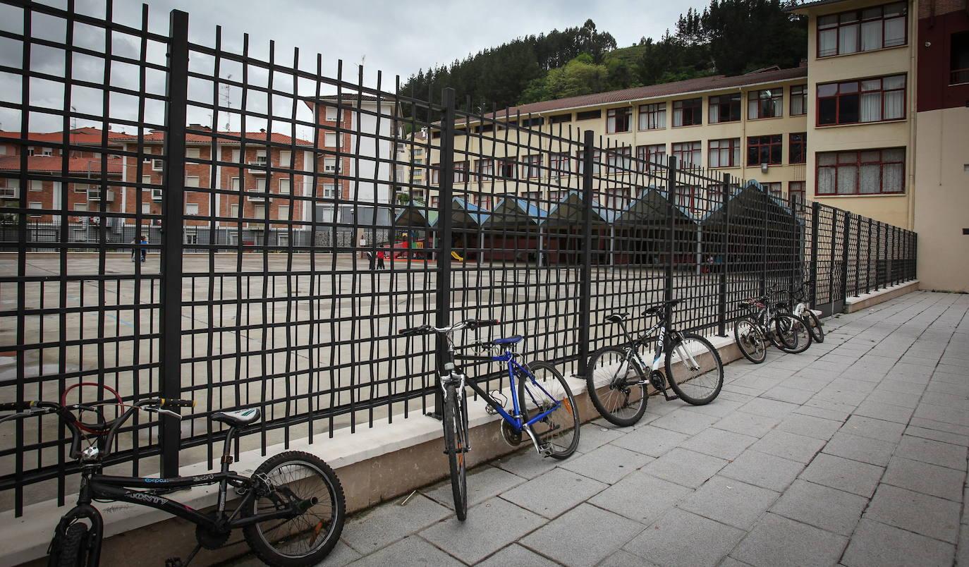 Ondarroa reordena las mesas electorales por el cierre de Txomin Agirre