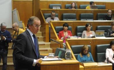 Urkullu defiende el derecho a decidir y el PP le pide que paralice la reforma del Estatuto