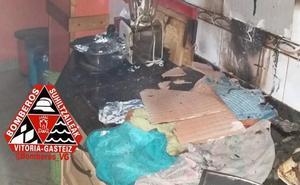 Dos personas atendidas por inhalación de humo tras declararse un incendio en una cocina de Vitoria