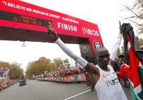 Eliud Kipchoge, primer hombre en bajar de las dos horas en un maratón