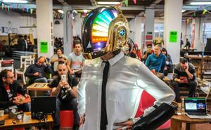 Maker Faire teknologia kreatiboen festibala heltzear dago Azkuna Zentrora