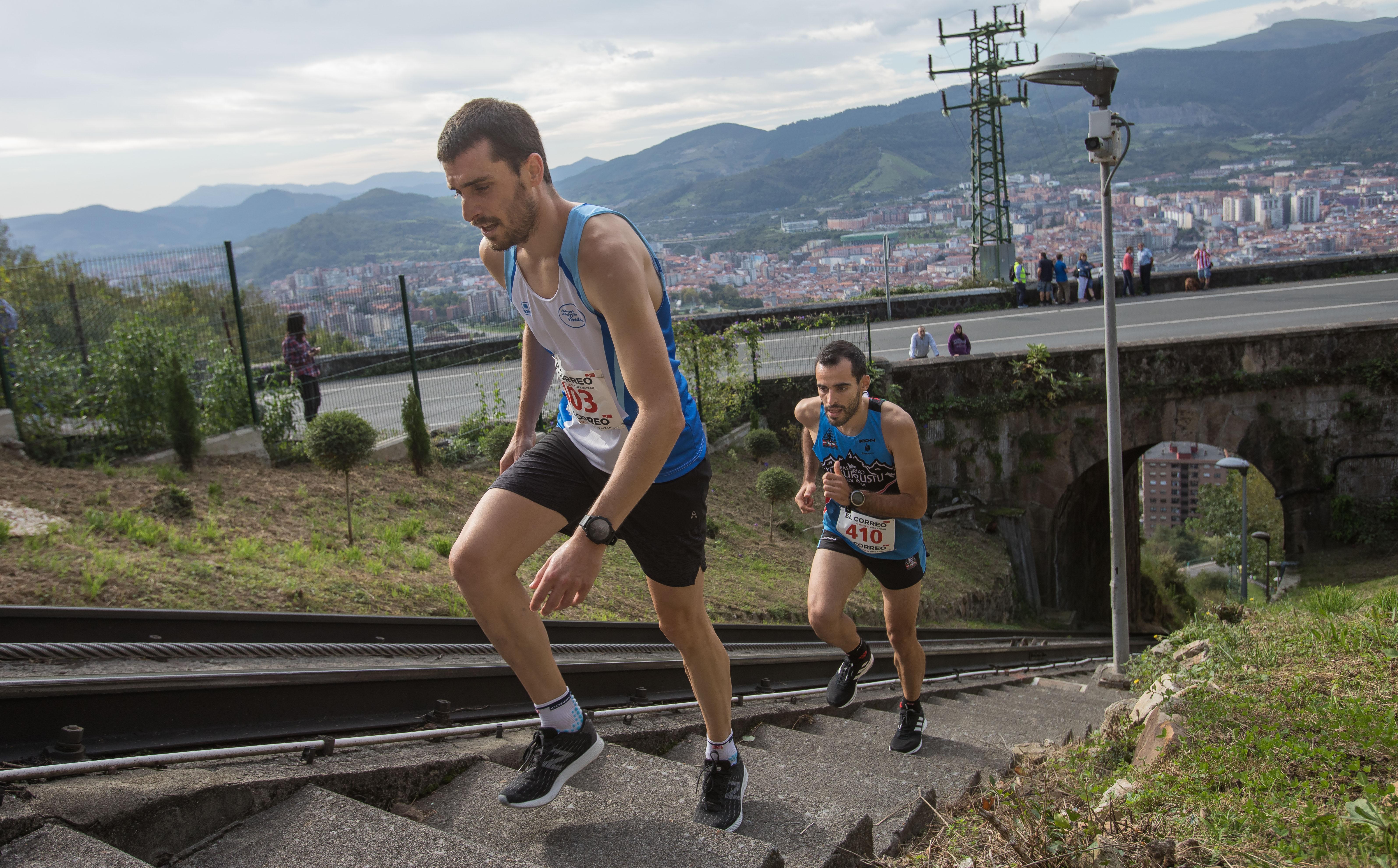 La subida por la vías del funicular de Artxanda, en imágenes
