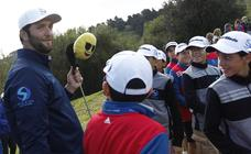 Rahm disfruta del golf con los más pequeños en La Arboleda