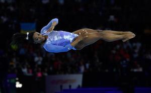 Biles supera a Scherbo y lleva a 25 su récord de medallas en los Mundiales