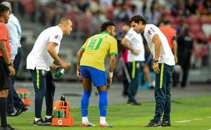 Brasil extiende su sequía ante Nigeria y Neymar sale lesionado