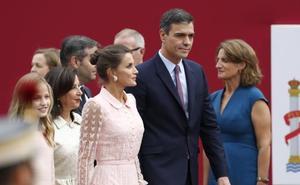 Sánchez logra el respaldo de Casado y Rivera para responder a un nuevo desafío