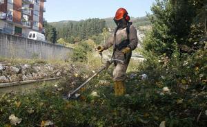 Llodio retoma por fin el programa de limpieza del río Nervión