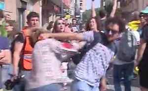 Agreden a una mujer por llevar una bandera española en Tarragona