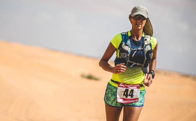 La periodista Begoña Beristain, ultramaratoniana en el Sáhara