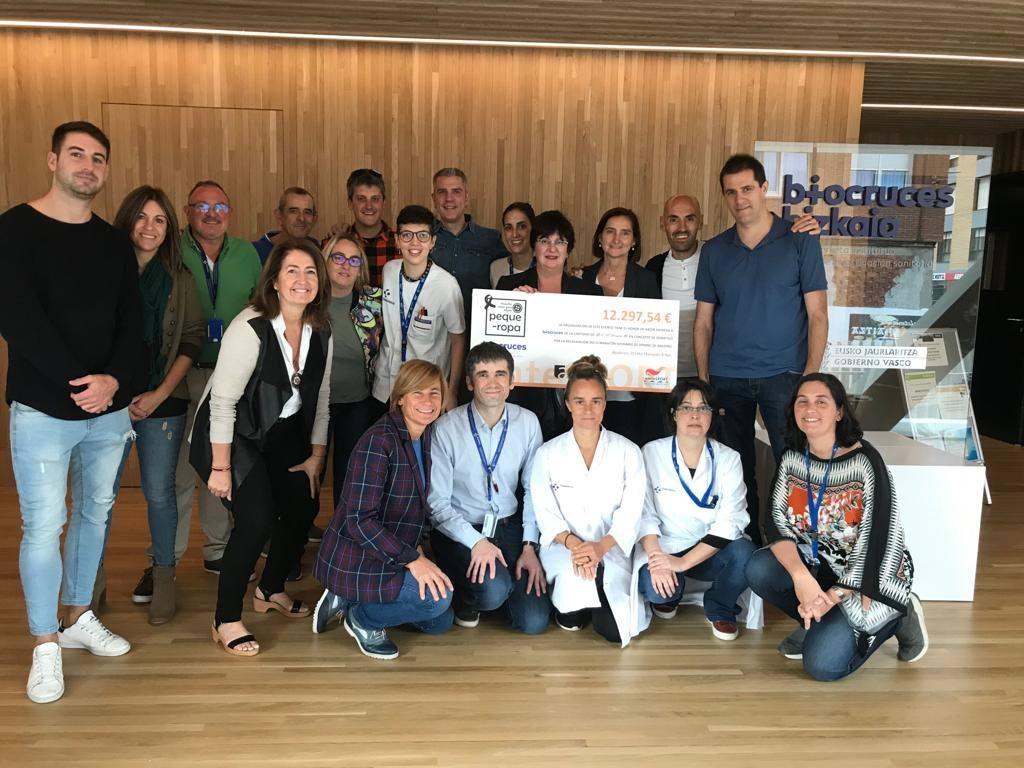 Abadiño dona 12.297 euros a Biocruces para la investigación del cáncer infantil