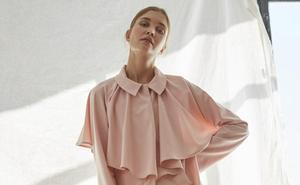 El 'revival' de los 70: la diseñadora vasca que viste a una mujer sencilla y femenina