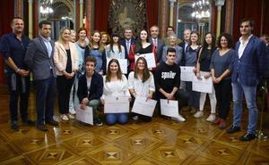 10 estudiantes reciben las becas Doña Casilda de Iturrizar «por su excelencia académica»