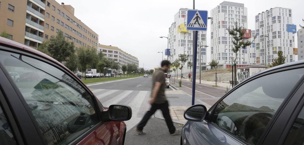El tráfico se reducirá a 30 por hora en las calles periféricas de la 'supermanzana' de Zabalgana