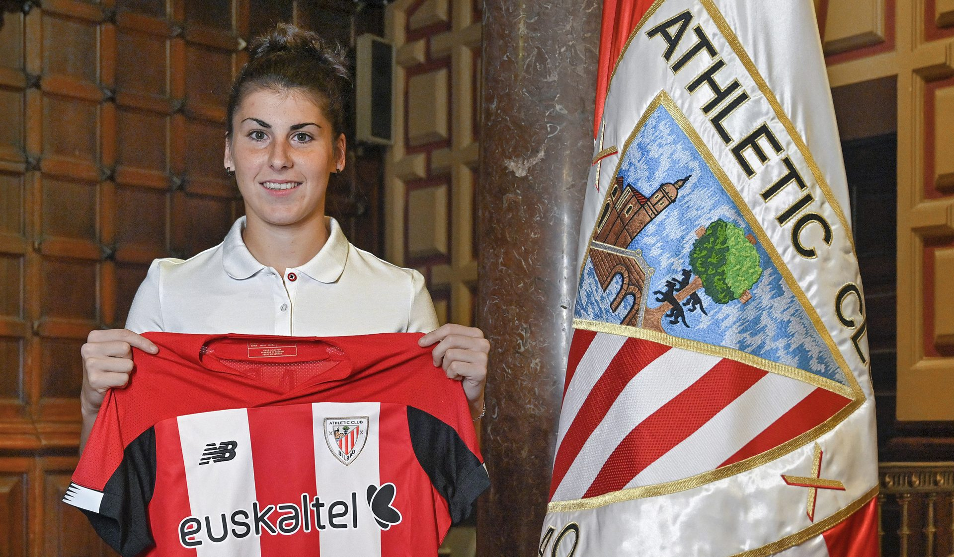 Lucía prolonga su contrato con el Athletic hasta 2022