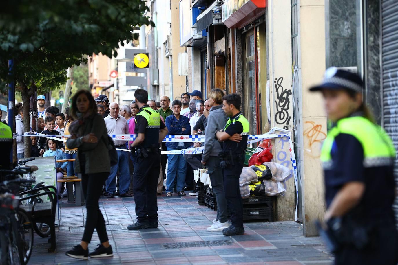 Roba un paquete de salchichas de 2 euros en un súper de Vitoria y agrede al vigilante