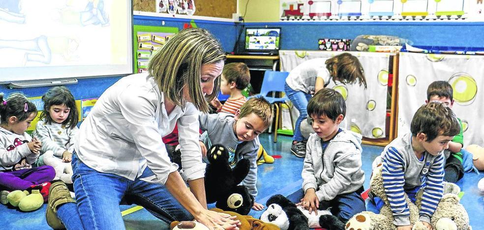 Maestros de primeros auxilios con solo tres años