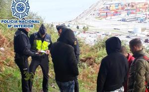 Detectan a 34 albaneses en situación irregular al desmantelar un campamento «sin las mínimas condiciones de salubridad» en el Puerto